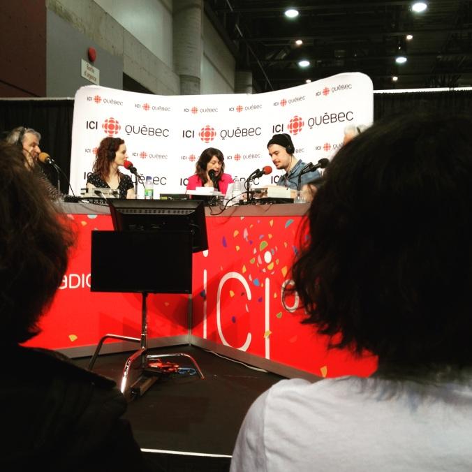 Une photo prise lors de l'émission Plus on est de fous, plus on lit! au Salon international du livre de Québec.