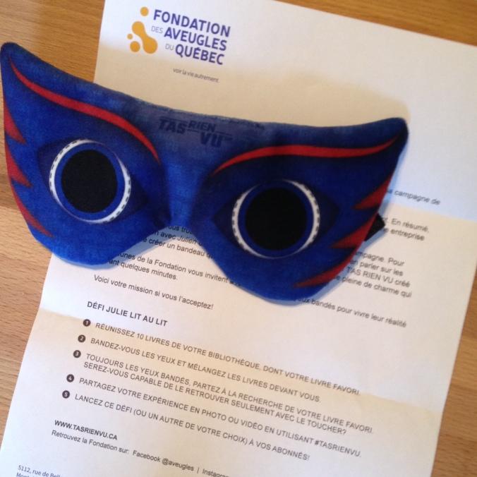 Description du défi TASRIENVU proposé à Julie lit au lit, accompagné du masque de super héros.