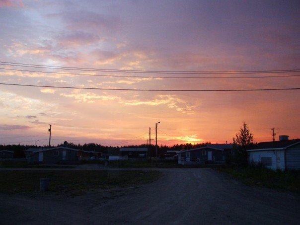 Le soleil ne se couche pas totalement à Yellowknife en juillet.