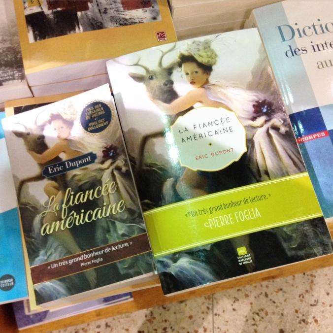 Comparatif entre le livre de poche et le format régulier de La fiancée américaine d'Eric Dupont.