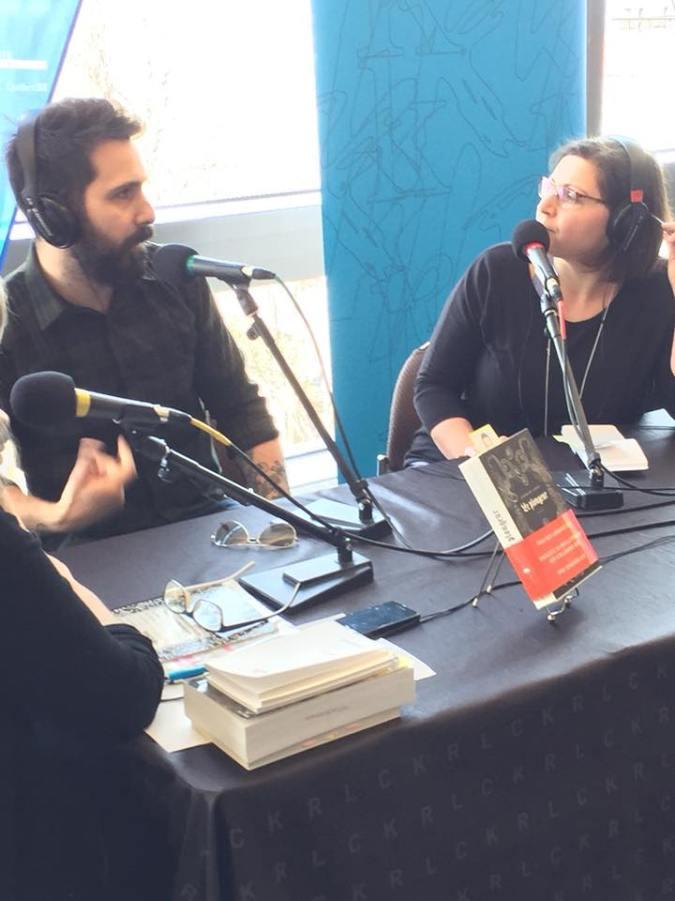 Stéphane Larue interviewé par Julie Collin lors d'une émission de Les bouquins d'abord dans le cadre du Salon international du livre 2018.