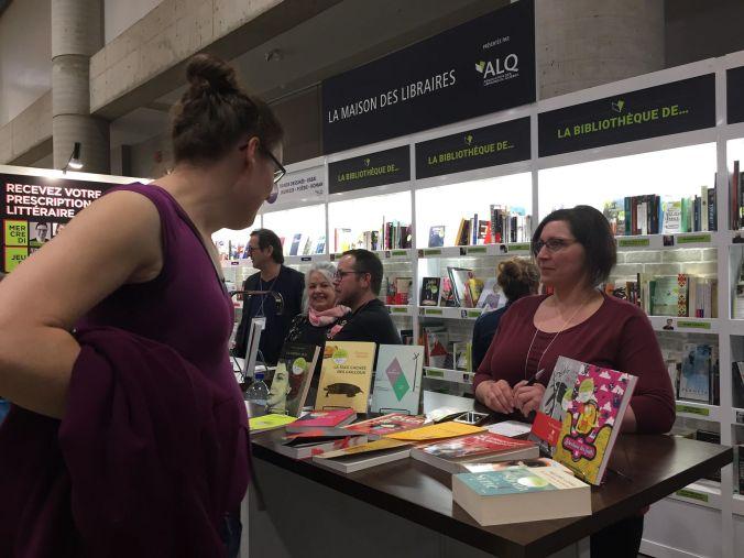 Julie Collin fait des prescriptions littéraires au SILQ 2019.